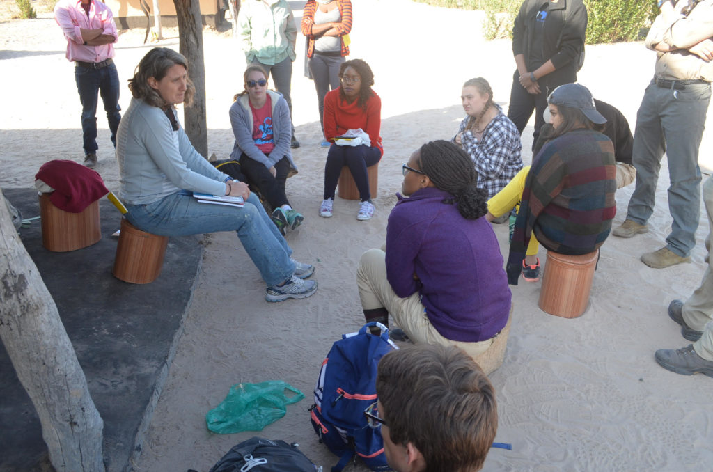 Professor de Luna speaks with students at the Africa Field School in Zambia